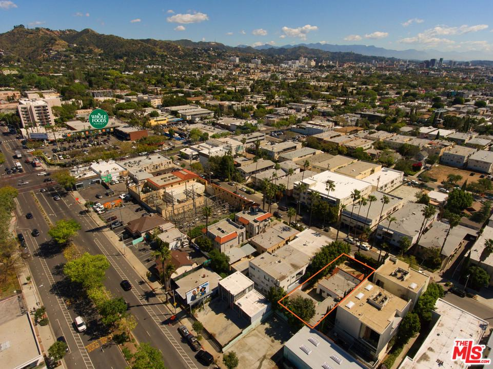 Земля на продажу в North 1019 ORANGE GROVE Avenue, West Hollywood, Калифорния ,90046  , США