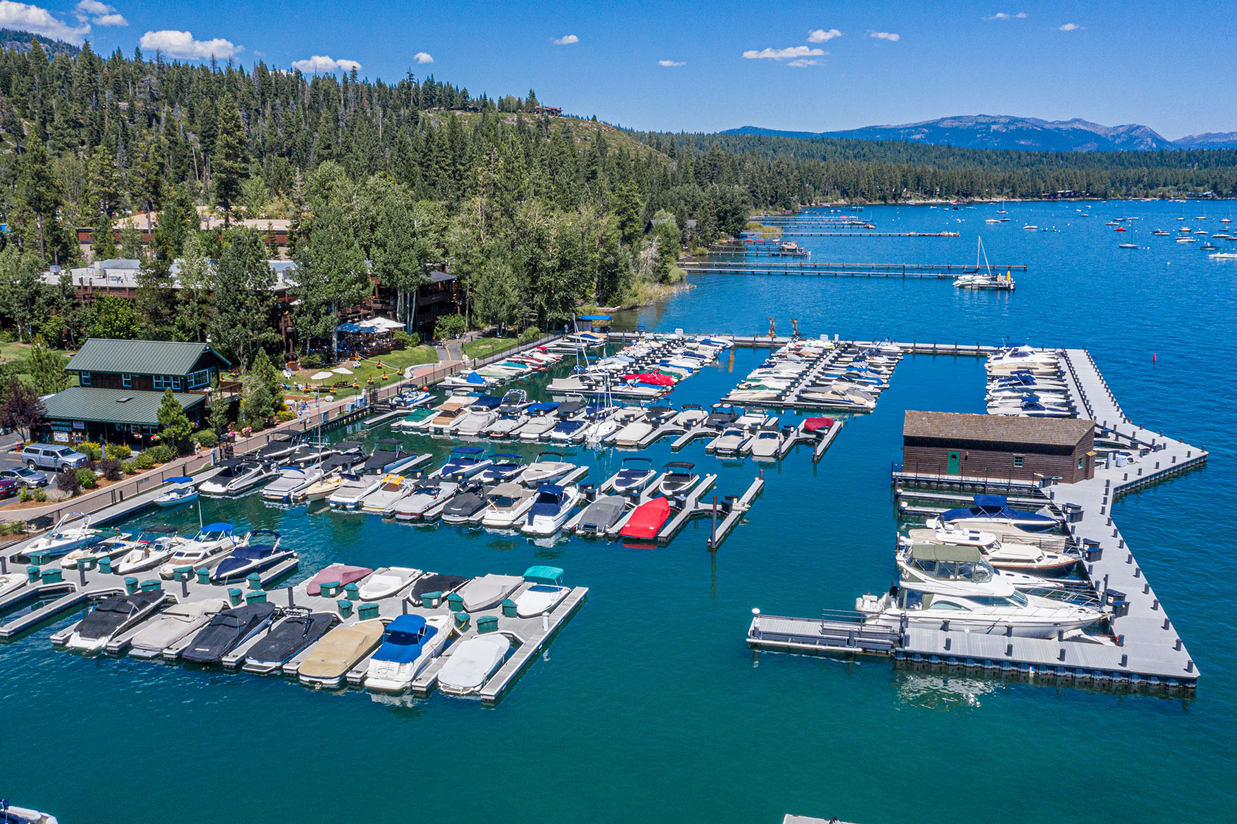 в 700 N. Lake Blvd. #F-25, Tahoe City, Калифорния ,96145  , США